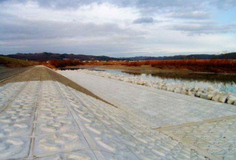 沙流川改良工事の内荷菜去場低水護岸